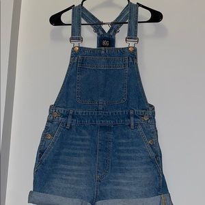 Adorable blue denim Urban Outfitters overalls!